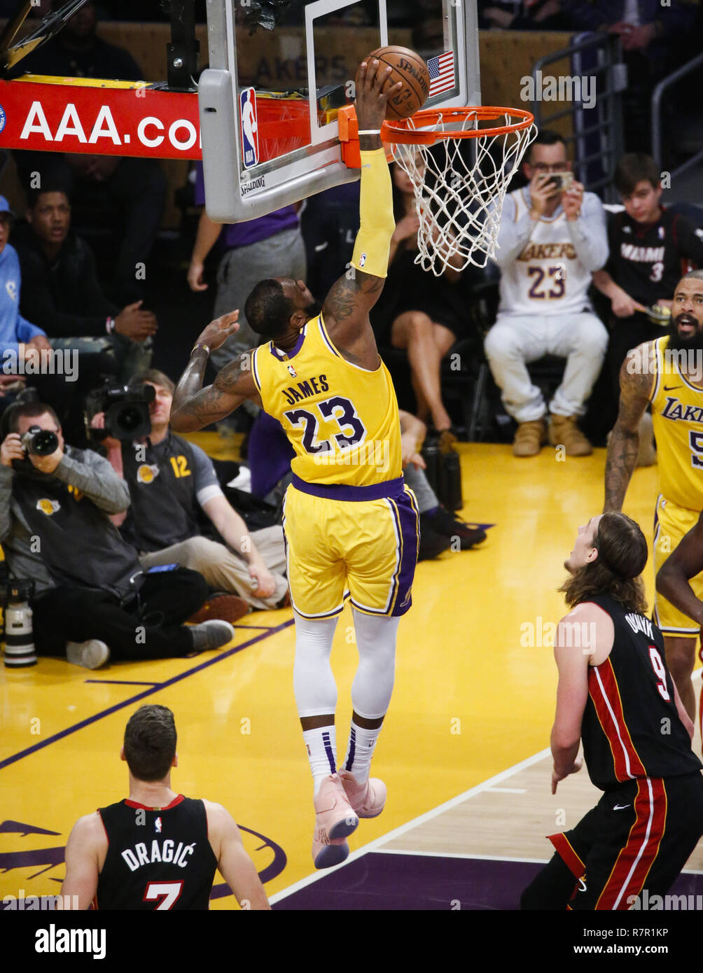 bbde941069f7 Los Angeles Lakers  LeBron James (23) dunks in an NBA basketball game  between Los Angeles Lakers and Miami Heat Monday