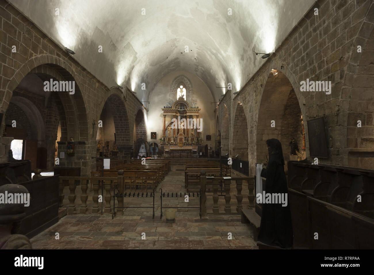 Villefranche-de-Conflent, The parish church (Église Saint-Jacques) The nave. 12th - 13th century. Hauptschiff nach Osten - Stock Image