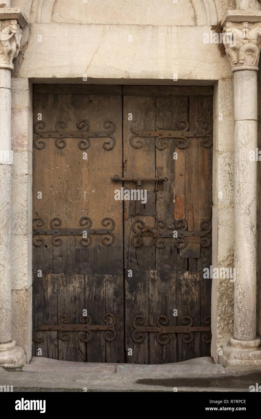 Villefranche-de-Conflent, The parish church (Église Saint-Jacques) The nave. 12th - 13th century. Southeast entrance door. Ironwork. Südostportal mit  - Stock Image