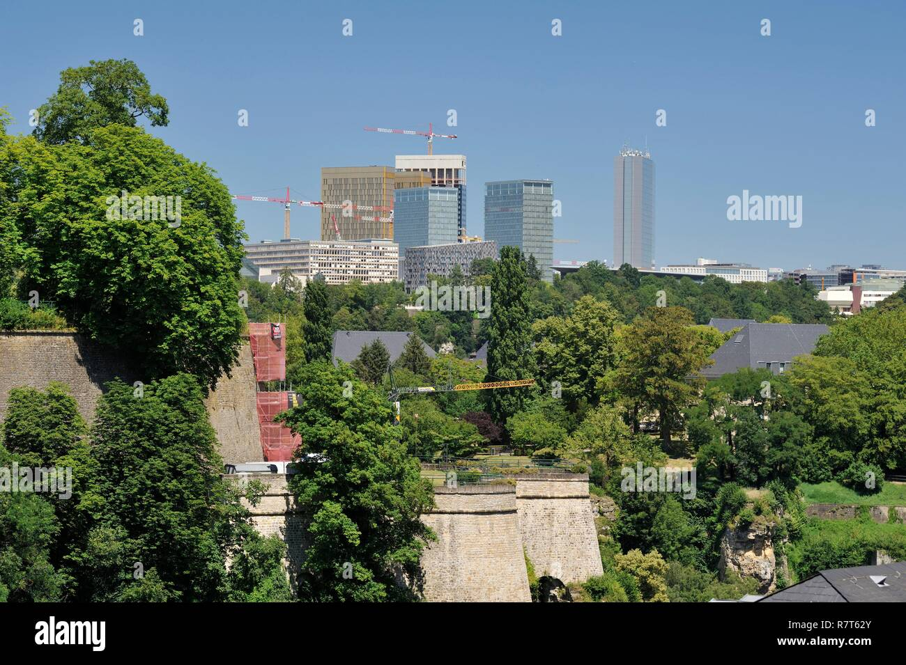Luxembourg, Luxembourg city, view of the Kirchberg plateau neighborhood housing the Museum of Modern Art and the buildings of the European institutions - Stock Image