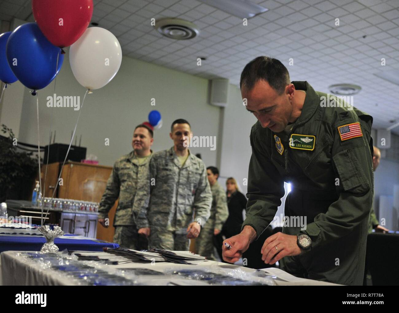 Col. Leonard Kosinski, 62nd Airlift Wing commander, fills out an Air Force Assistance Fund donation form at the AFAF kick-off event, April 6, 2017 at the McChord Field Chapel Support Center. Team McChord hopes to raise $51,576 in donations throughout the campaign, which lasts from April 10 through May 19. - Stock Image