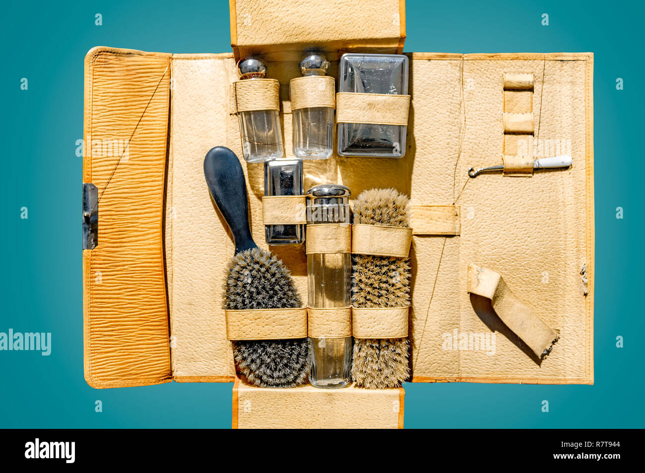 Vintage Toiletry Kit In Leather Travel Case On Isolated Green Background And Clipping Path Stock Photo Alamy