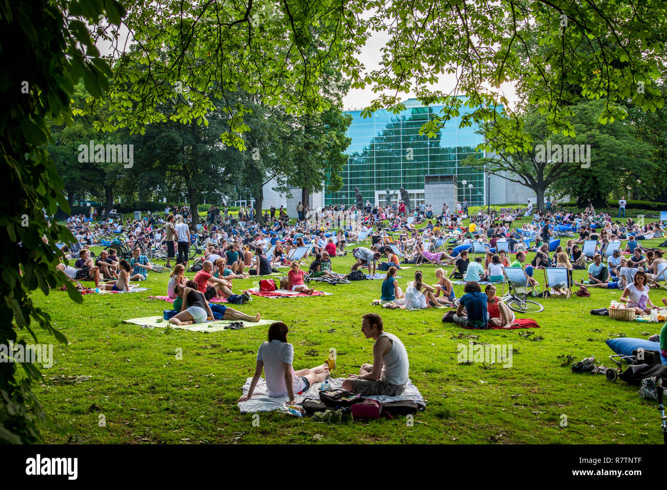 'Park Sounds', an event with electronic music and picnicking in the Stadtgarten Essen park, Essen, North Rhine-Westphalia - Stock Image
