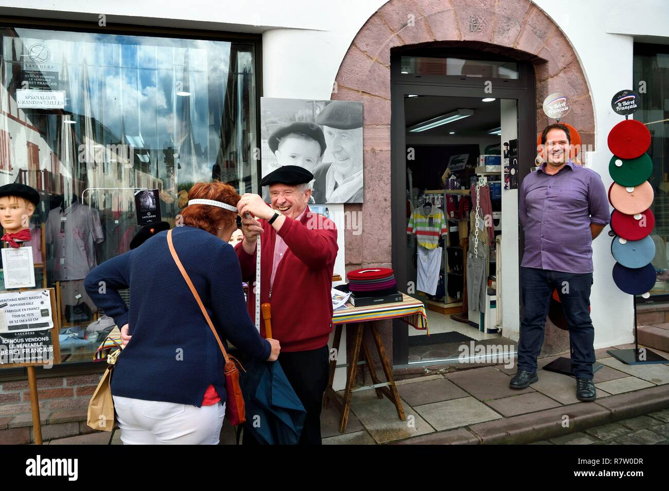 a45052ea45a2c Hat Store France Stock Photos   Hat Store France Stock Images - Alamy