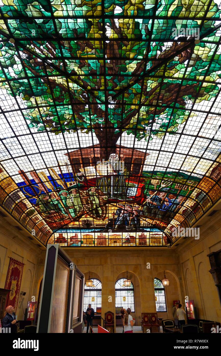 Spain, Basque Country, Biscay Province, Gernika-Lumo, House of Assemblies (Casa de Juntas), reproduction of Gernika's tree on the large glass roof - Stock Image