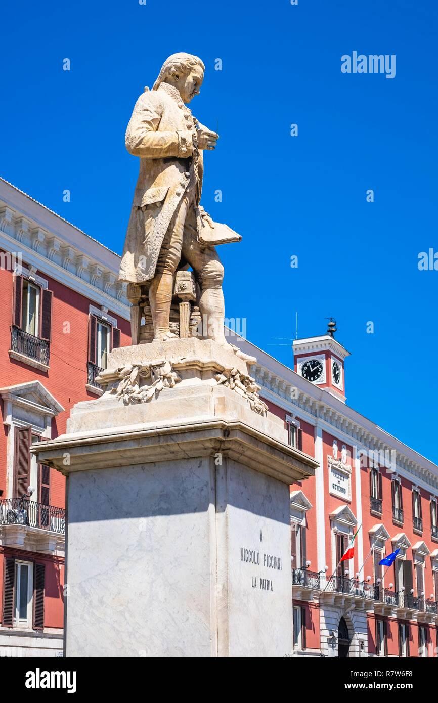 Italy, Apulia, Bari, Piazza Liberta, statue of the Italian composer Niccolo Piccinni (1728-1800) in front of the Palazzo del Governo, Prefecture of Bari - Stock Image