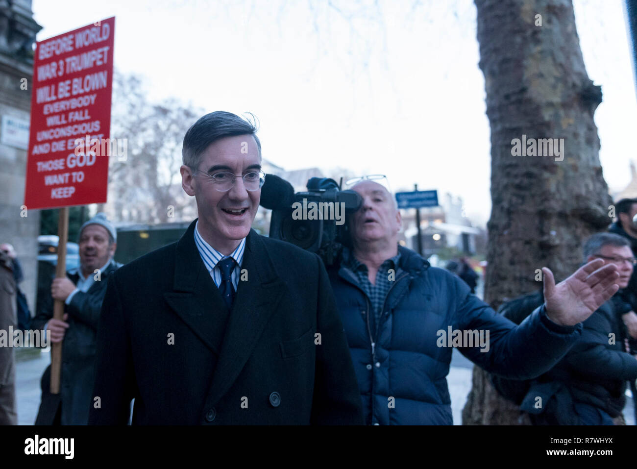 London, UK.  11 December 2018. Pro-Brexiteer Jacob Rees-Mogg, MP for North East Somerset, is seen in Westminster. Theresa May, Prime Minister, is touring European capitals to try to renegotiate the Brexit agreement with the European Union after today's meaningful vote by MP's was deferred. Credit: Stephen Chung / Alamy Live News - Stock Image