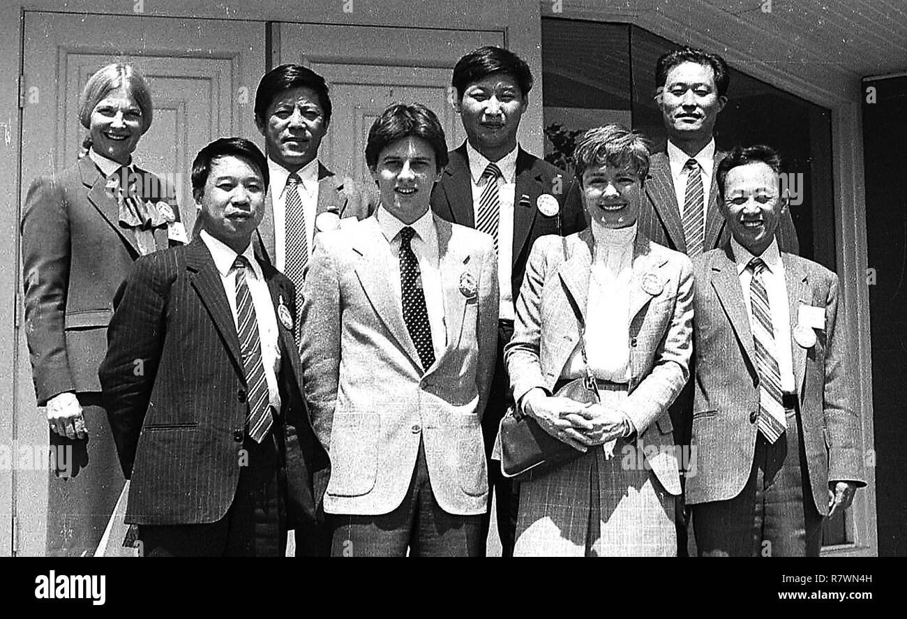 Muscatine, Iowa, USA. 11th Apr, 2018. Muscatine's Sarah Lande, third from left, front row, met China's vice president, Xi Jinping, back row, third from left, in 1985. Credit: Muscatine Journal File/Quad-City Times/ZUMA Wire/Alamy Live News - Stock Image