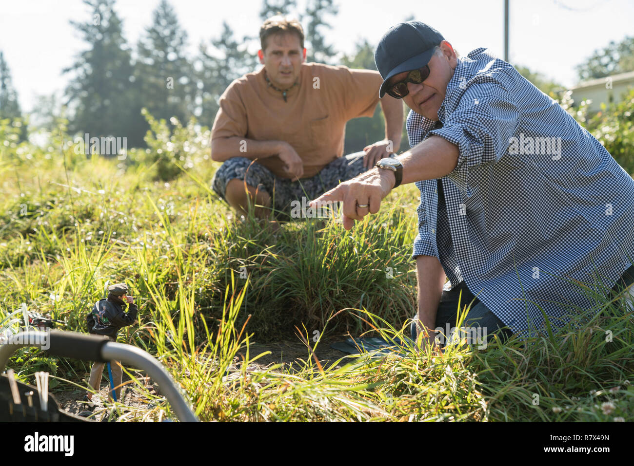 Steve Carell and Director Robert Zemeckis on the set of 'Welcome to Marwen.'  Photo Credit: Universal Pictures and Storyteller Distribution Co., LLC. / The Hollywood Archive - Stock Image