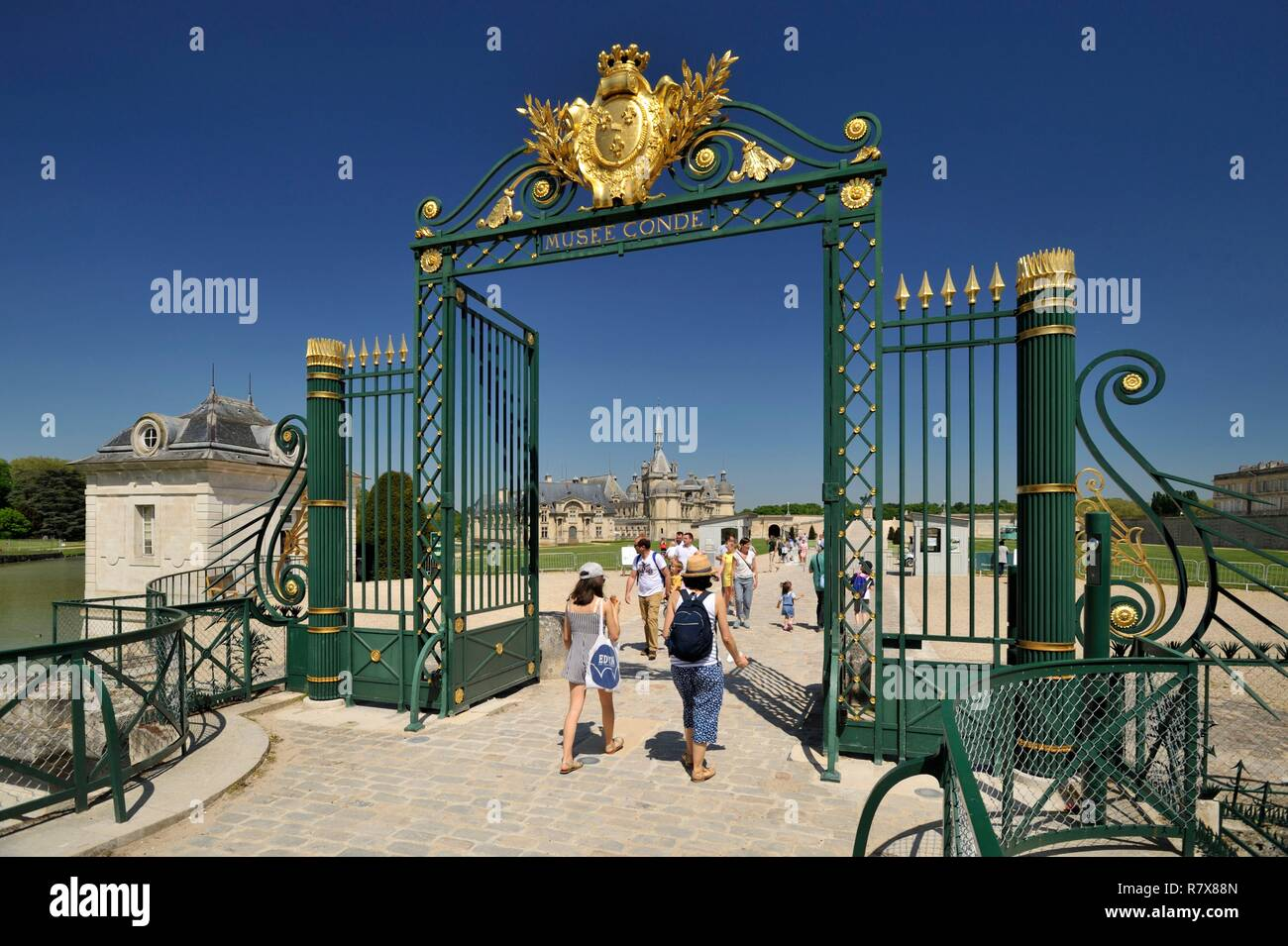 France, Oise, Chantilly, Chantilly estate, entrance of the castle and the Conde Museum - Stock Image