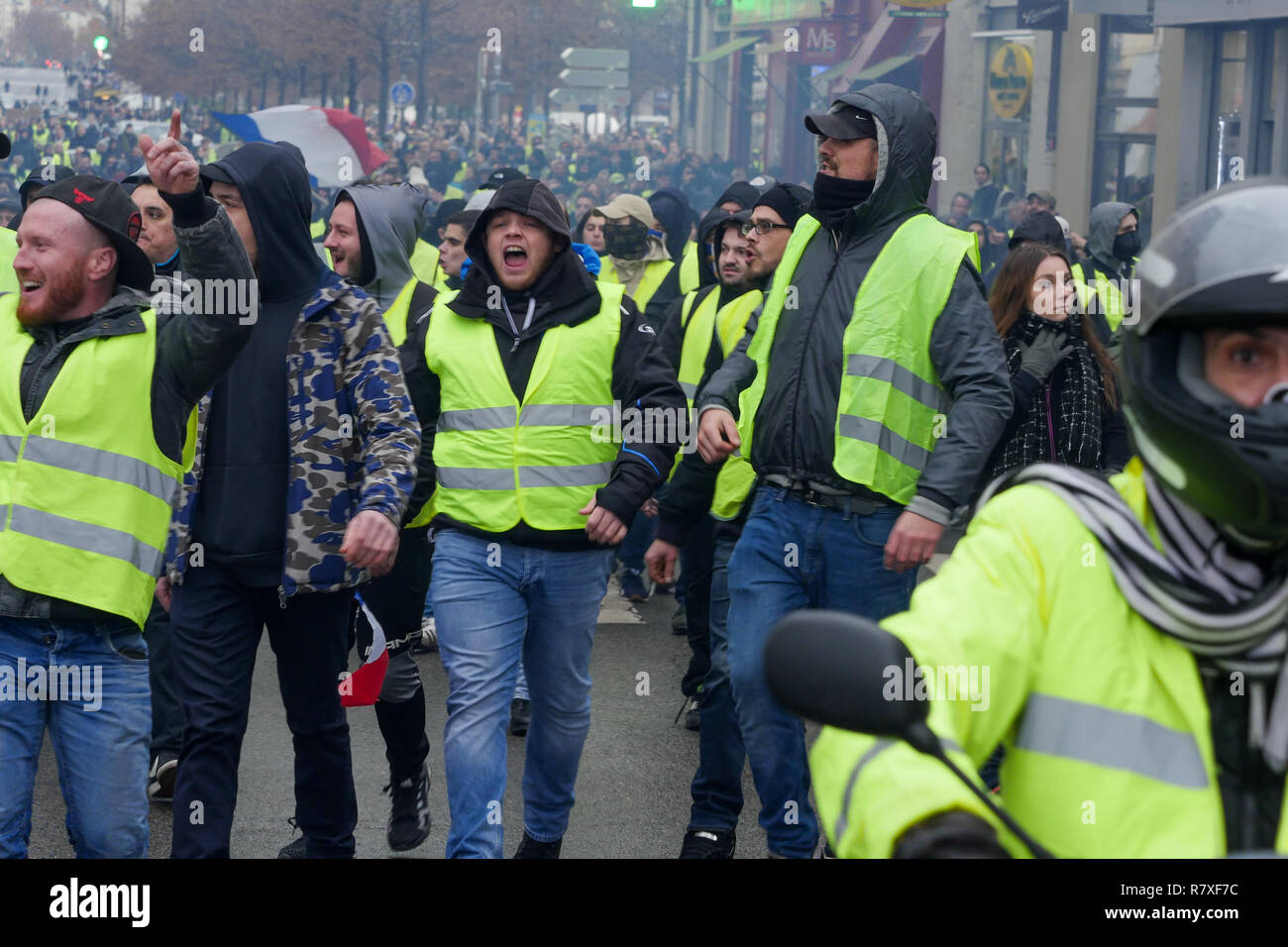 'Yellow Jackets' protesters face Riot Police forces, Lyon, France - Stock Image
