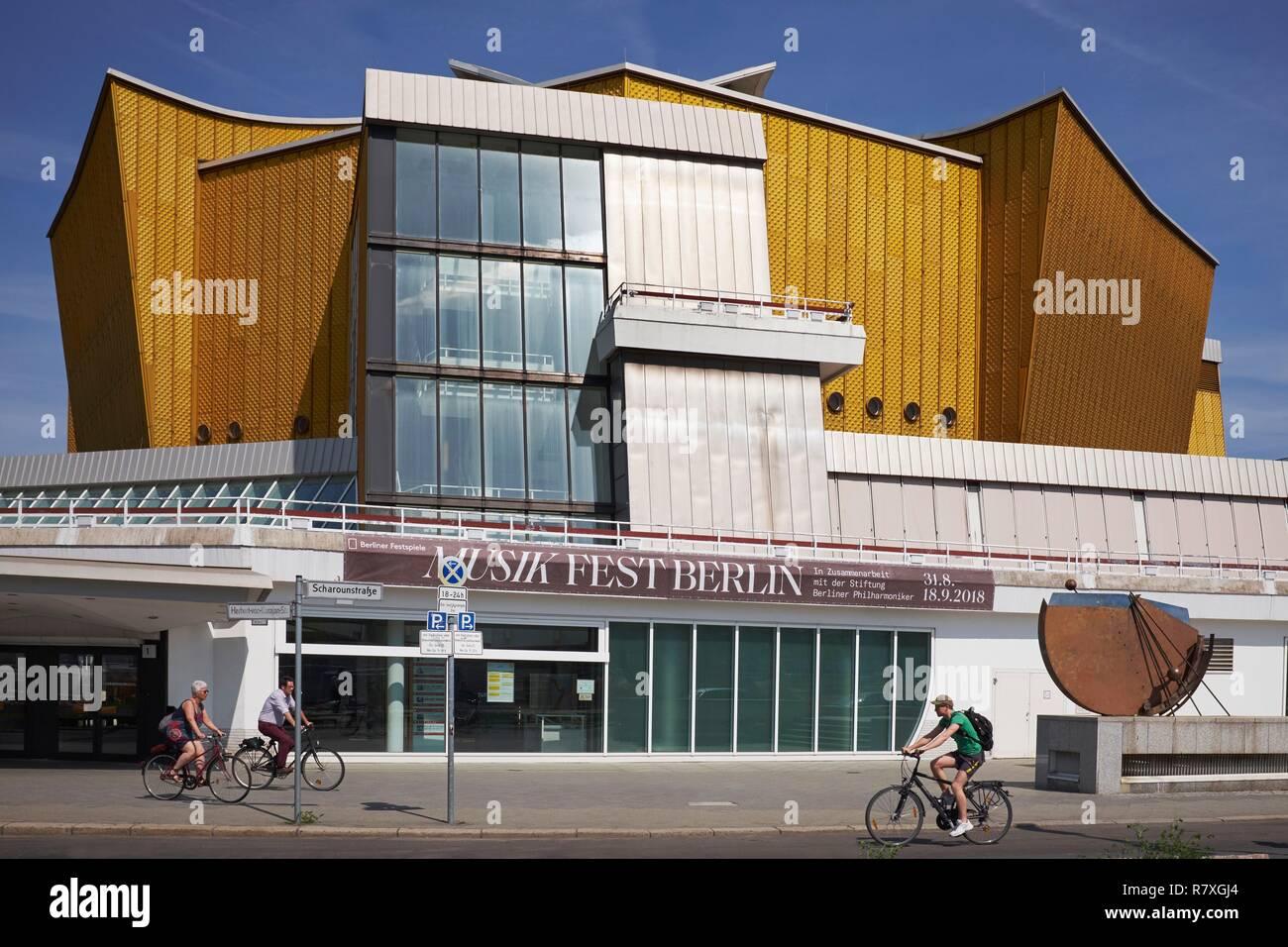 Germany, Berlin, Tiergarten District, Culture Forum (Kulturforum), Berliner Philharmonie concert Hall designed by Hans Scharoun Stock Photo