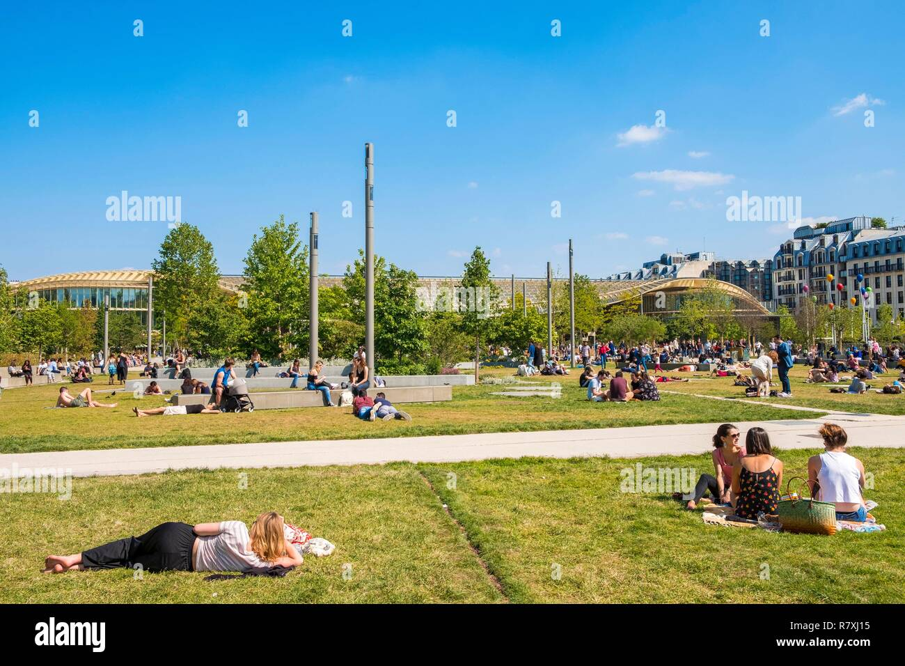 France, Paris, Chatelet-Les Halles, the Nelson Mandela garden and the Forum des Halles and its canopy in the background - Stock Image