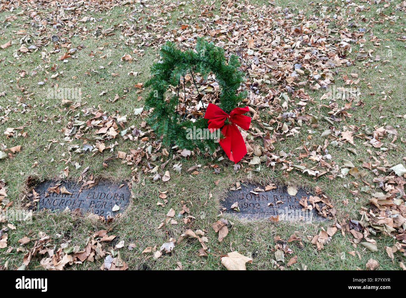 Wreath at cemetery during the Christmas season remembering and honoring our parents. Minneapolis Minnesota MN USA - Stock Image