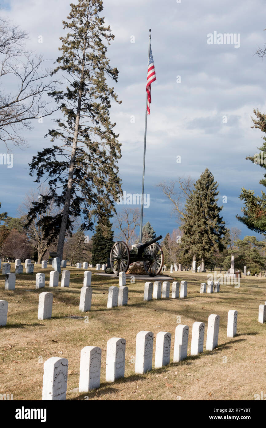 Veterans burial place with a cannon and American flag at Crystal Lake Cemetery memorializing World War I Veterans. Minneapolis Minnesota MN USA - Stock Image