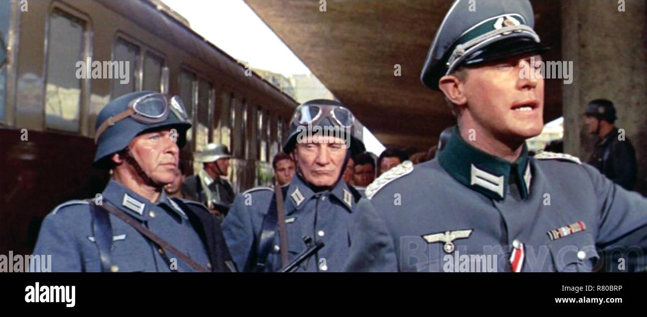 VON RYAN'S EXPRESS 1965 Twentieth Century Fox film with Frank Sinatra at left and Trevor Howard centre - Stock Image