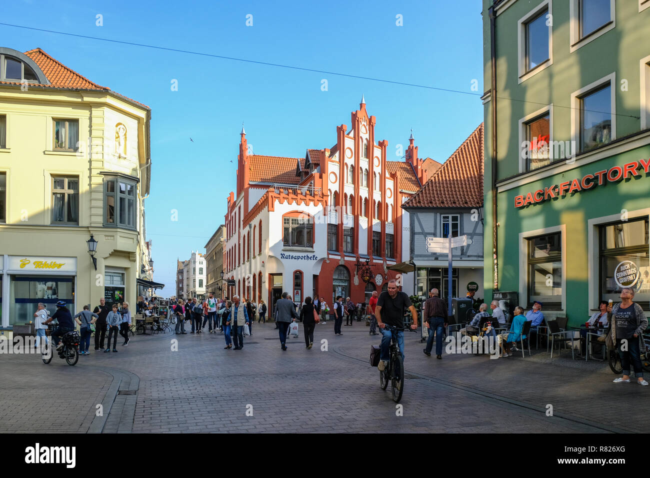 WISMAR/GERMANY - OCTOBER 2018: Historical city center and old houses in Wismar during sunny day during fall - Stock Image