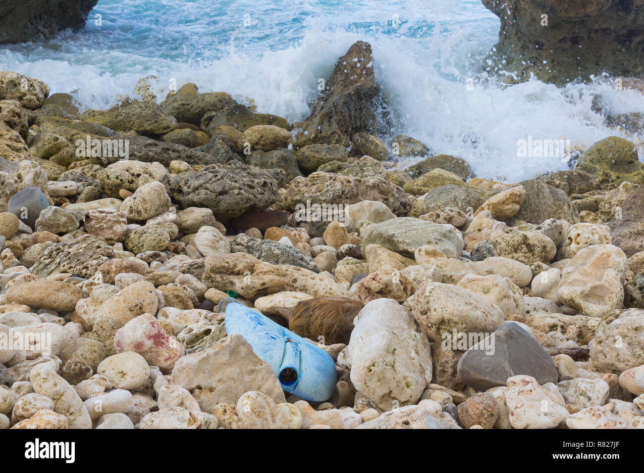 Plastic waste washed in from the sea contaminates rocks and beaches in the Caribbean - Stock Image