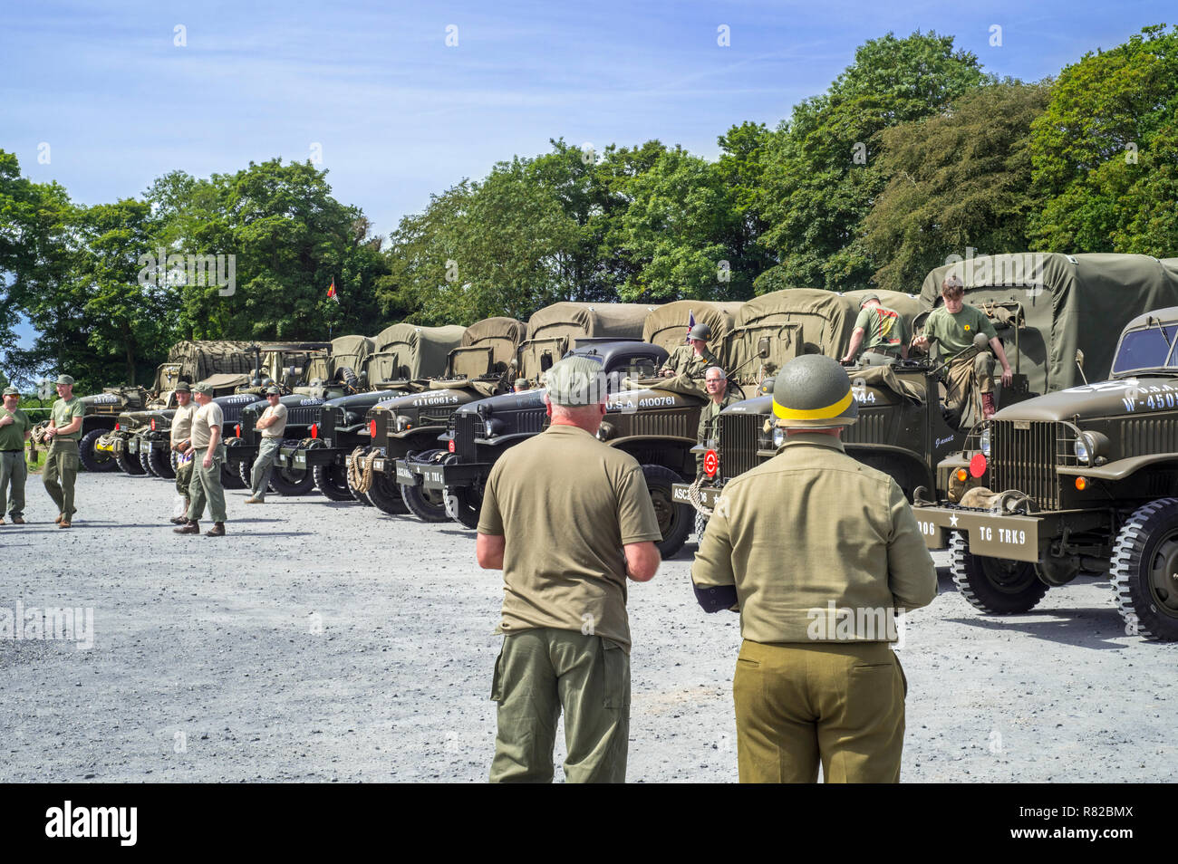Meeting of re-enactors in American World War Two battledresses and GMC CCKW 6x6 US Army cargo trucks - Stock Image