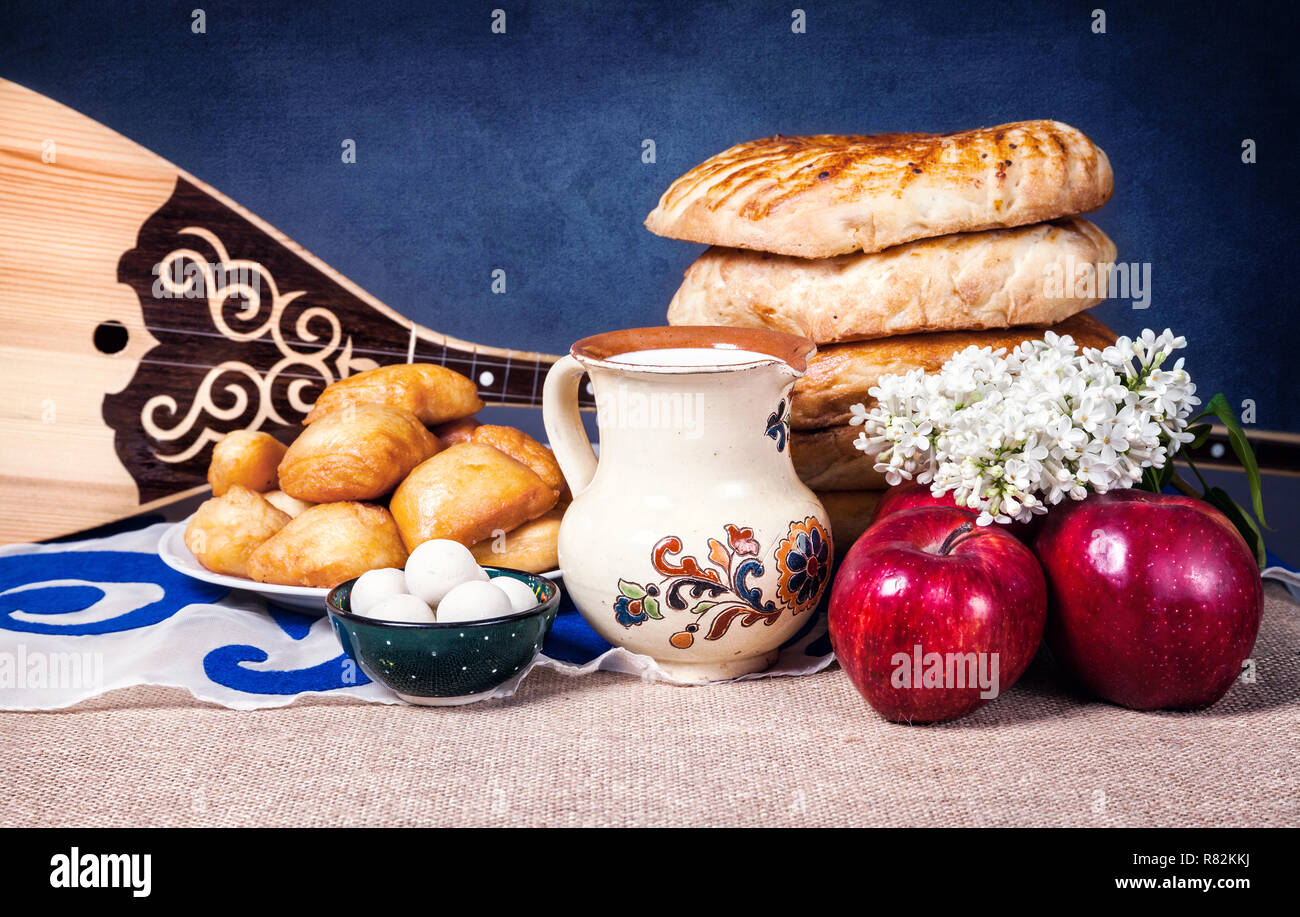 Asian dishes and Dombra Kazakh instrument in yurta - Stock Image