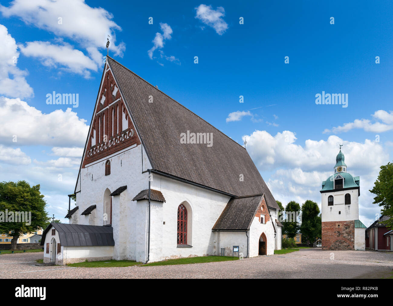 Porvoo Cathedral (Porvoon tuomiokirkko) with the separate bell tower to the right, Porvoo, Uusimaa, Finland - Stock Image