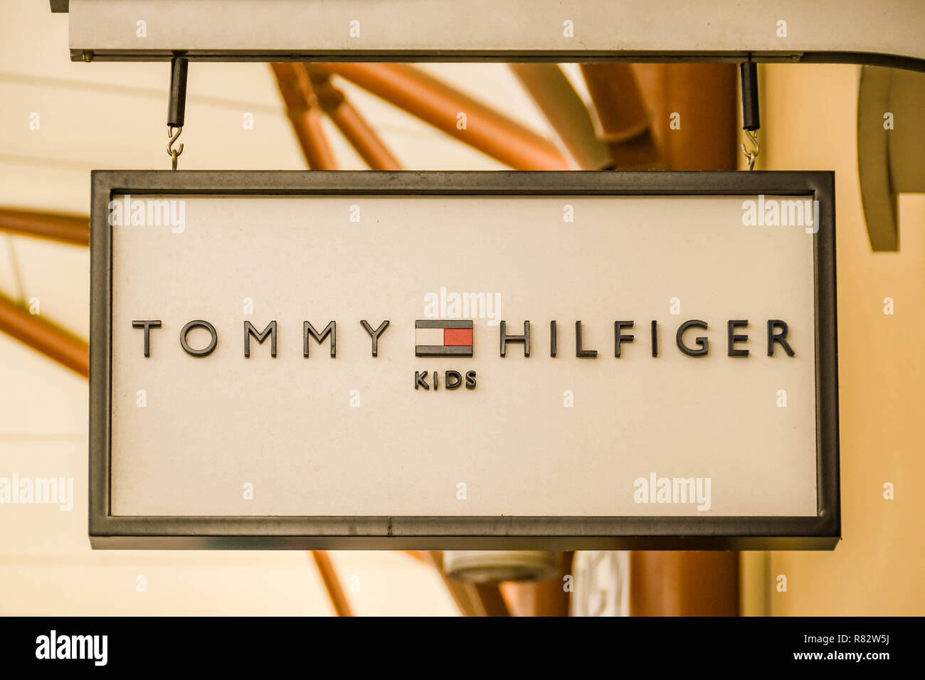 b465e489d Tommy Hilfiger Outlet Store Outlet Stock Photos & Tommy Hilfiger ...