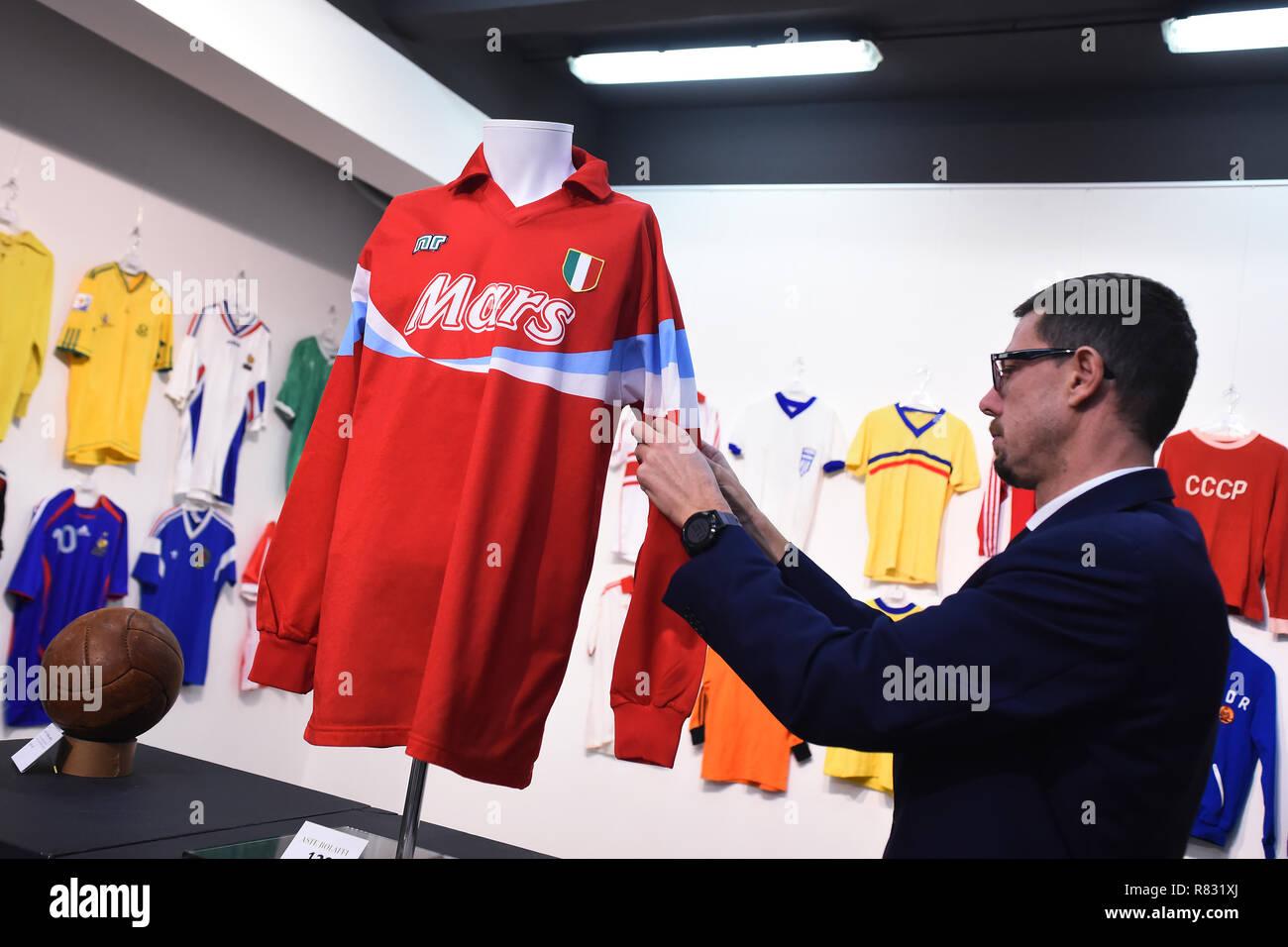 Diego Maradona Napoli Stock Photos   Diego Maradona Napoli Stock ... 8110679119127