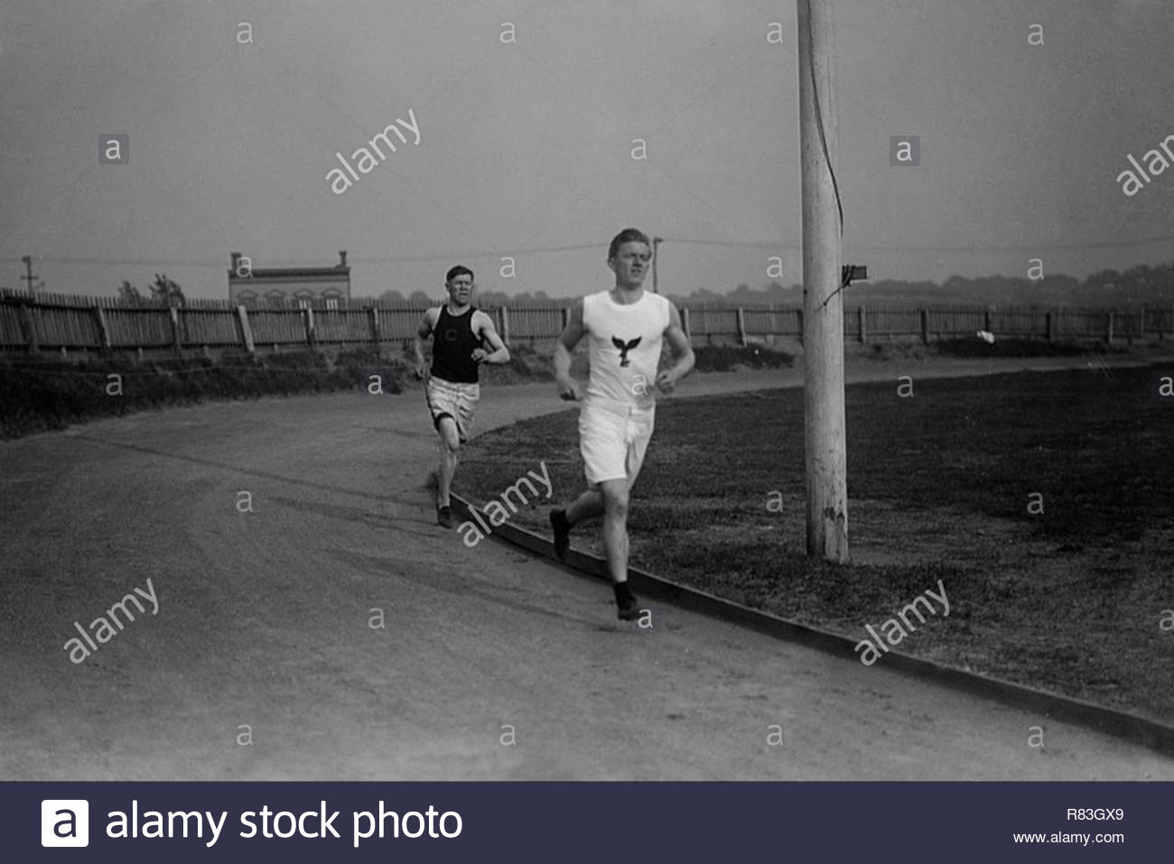 Jim Thorpe running behind Thomas McLaughlin on track at Celtic Park in Queens, New York City 1910. - Stock Image