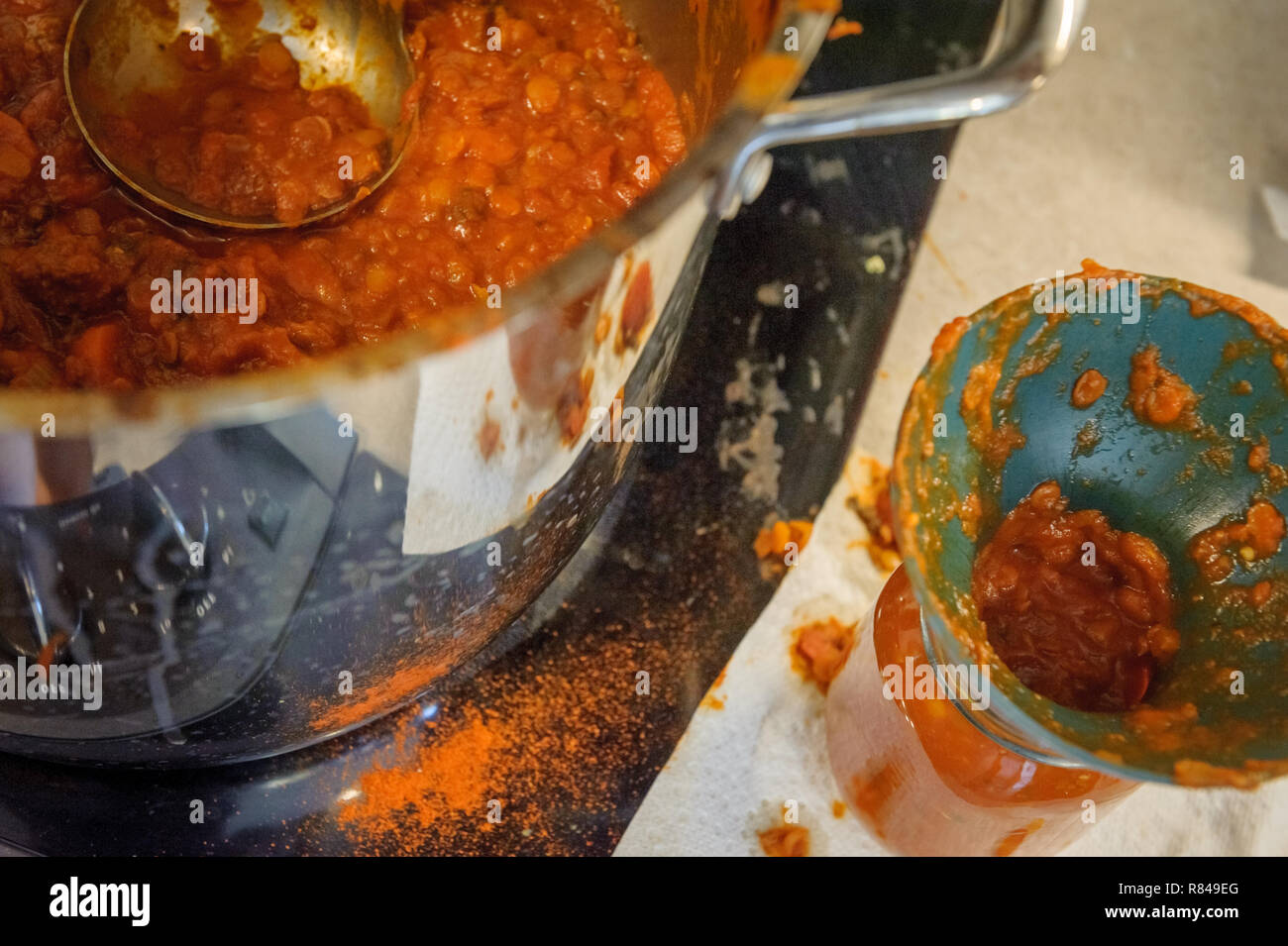 homemade spaghetti sauce make a mess in the kitchen - Stock Image