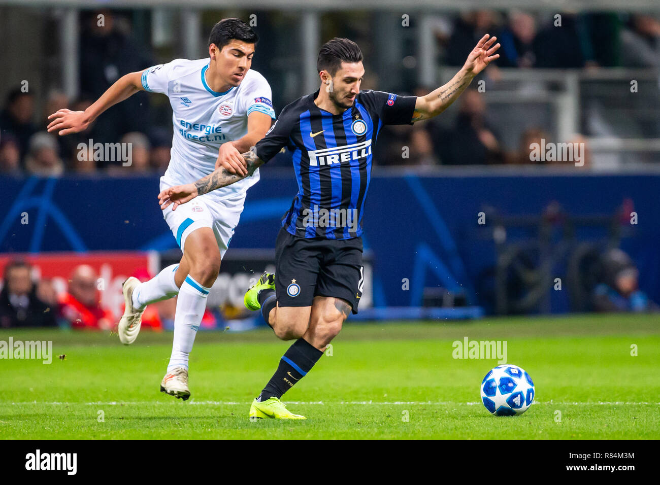 Milano, Italy. 11th Dec, 2018. Matteo Politano of Inter and Erick Gutierrez of PSV Eindhoven during the UEFA Champions League Group B football match between Inter and PSV Eindhoven Credit: Alessio Morgese/Pacific Press/Alamy Live News - Stock Image