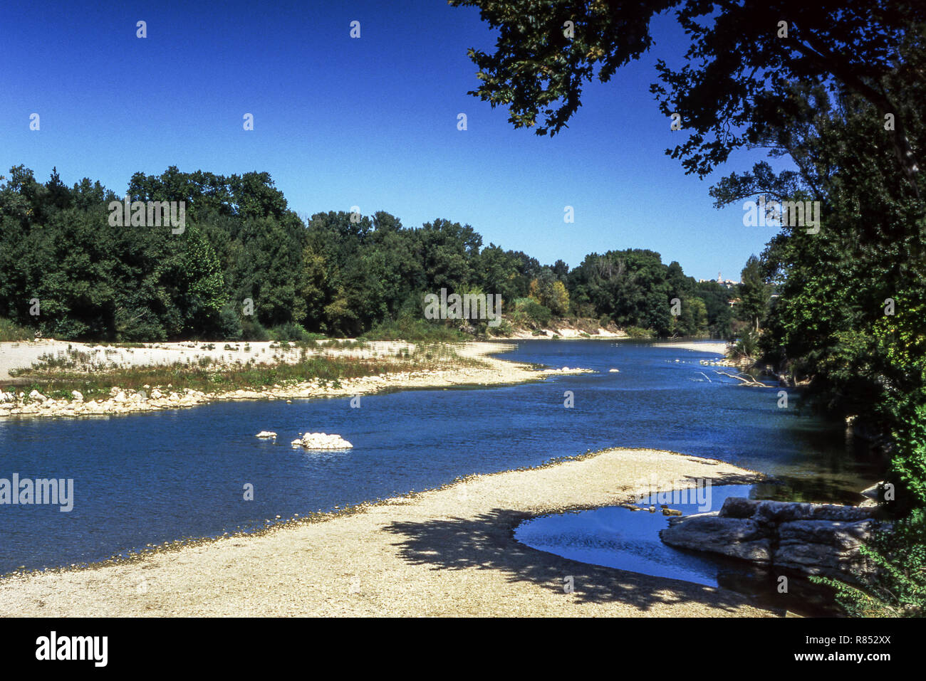 France.Dept.Gard. The river Gordon near the Roman aqueduct (The    Pont du Gard) that carried water into the city of Nimes - Stock Image