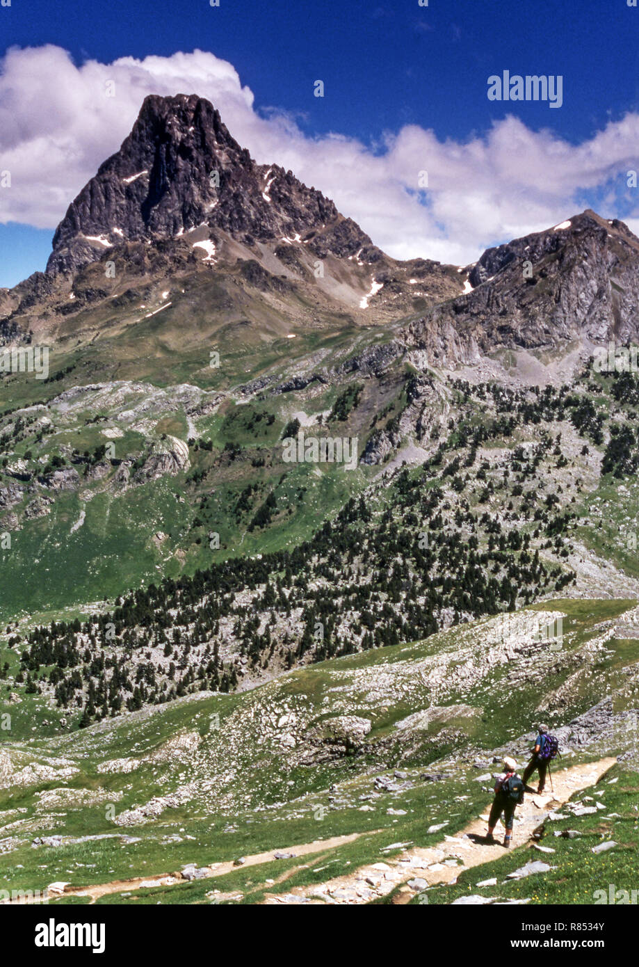 The Pyrenees.Dept.Pyrenees-Atlantiques.France.The Pic du Midi d 'Ossau (2884 m.and Pic Peyeget (far right). - Stock Image