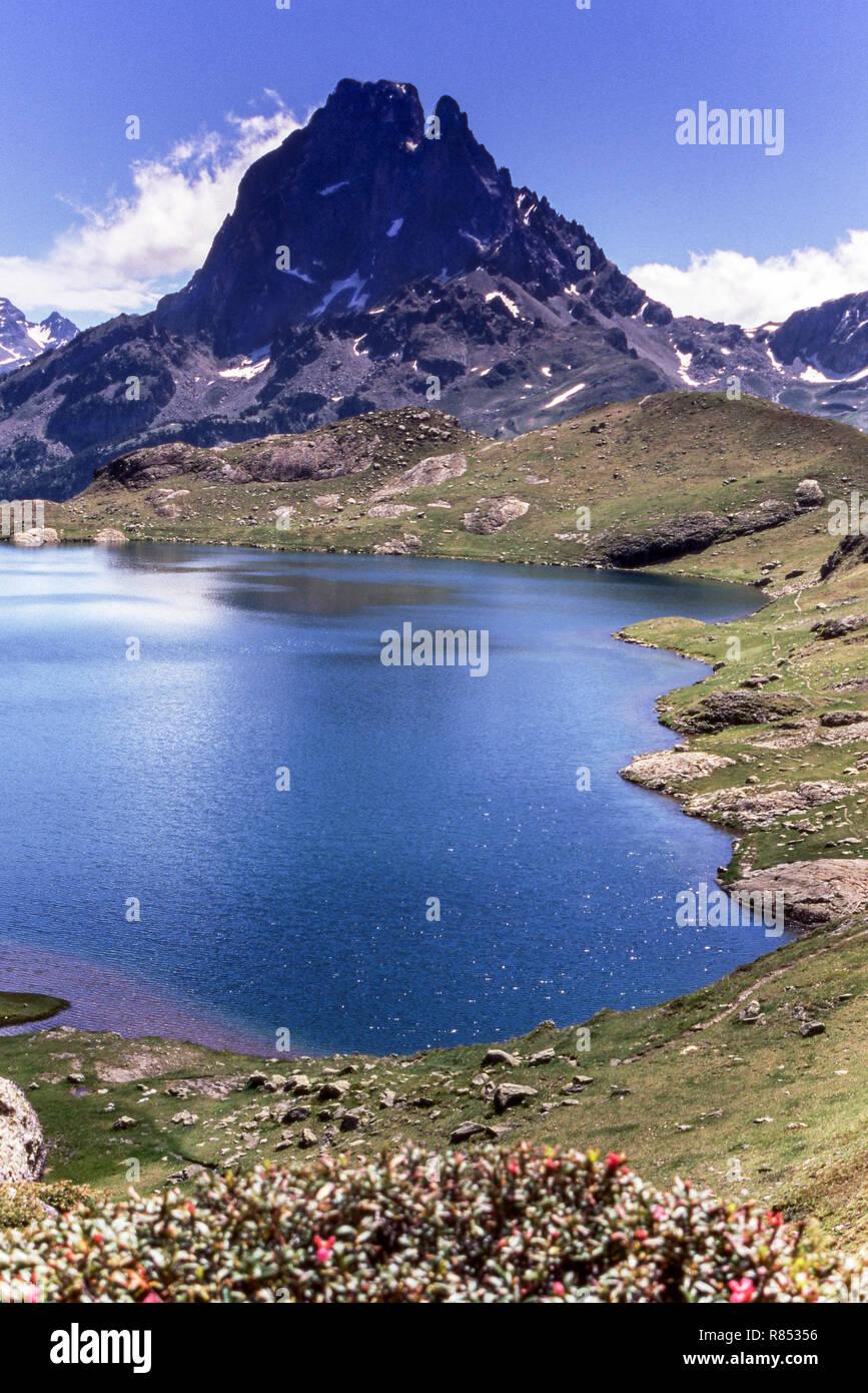 The Pyrenees. Pyrenees-Atlantiques. France.The Pic du Midi d 'Ossau (2884 m.and lake Gentou. - Stock Image