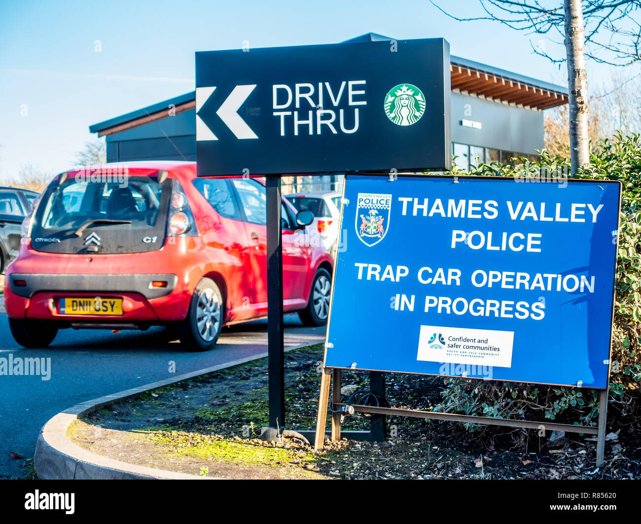 Oxford M40 Motorway Service Station with Trap Car Operation in progress Thames Valley Police - Stock Image