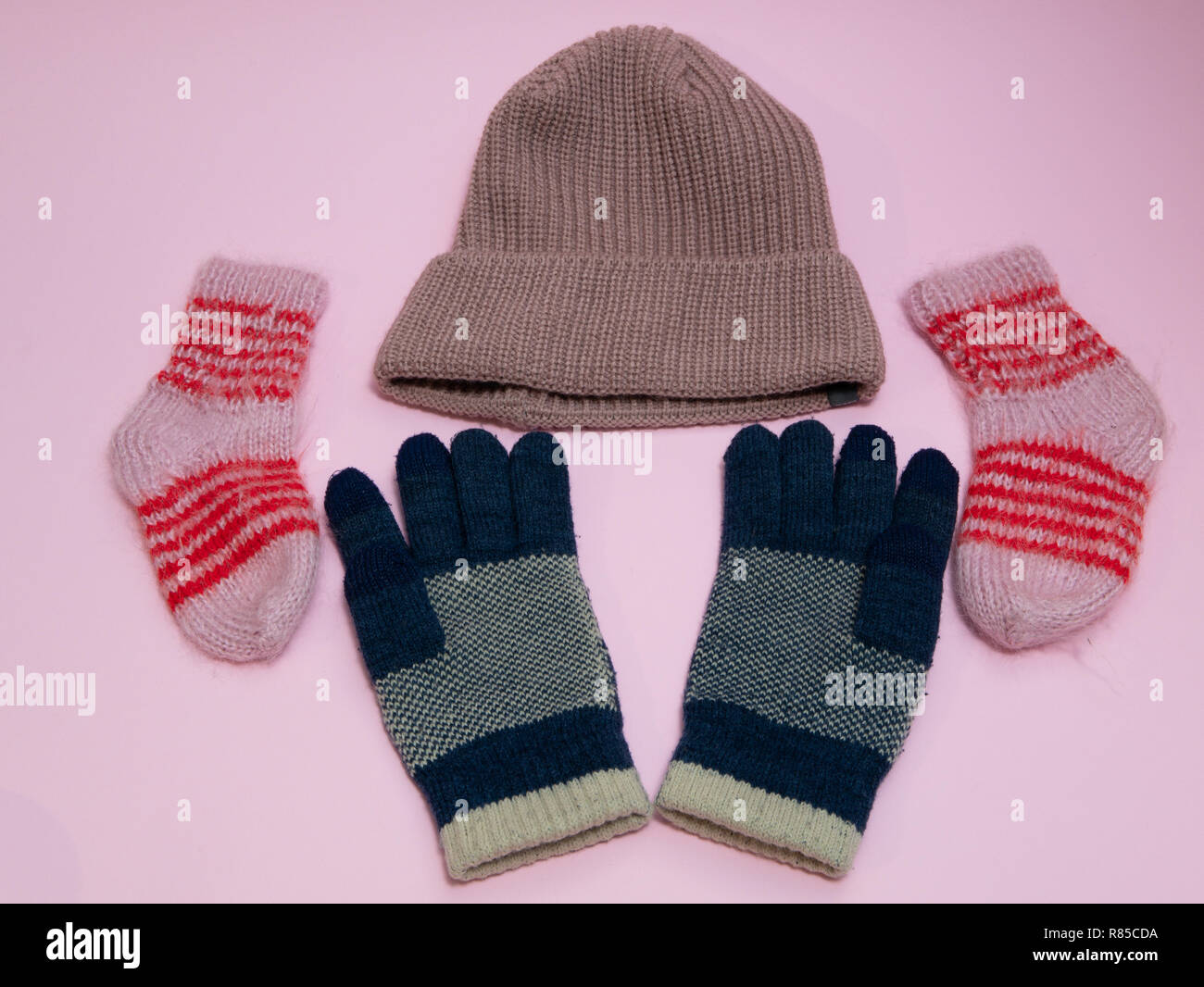 6240b52bc29 set of winter must have cloth accessories - woolen hat