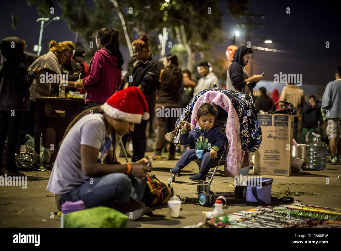 Tijuana Mexico 28th Nov 2018 A Migrant Sells Handicrafts In
