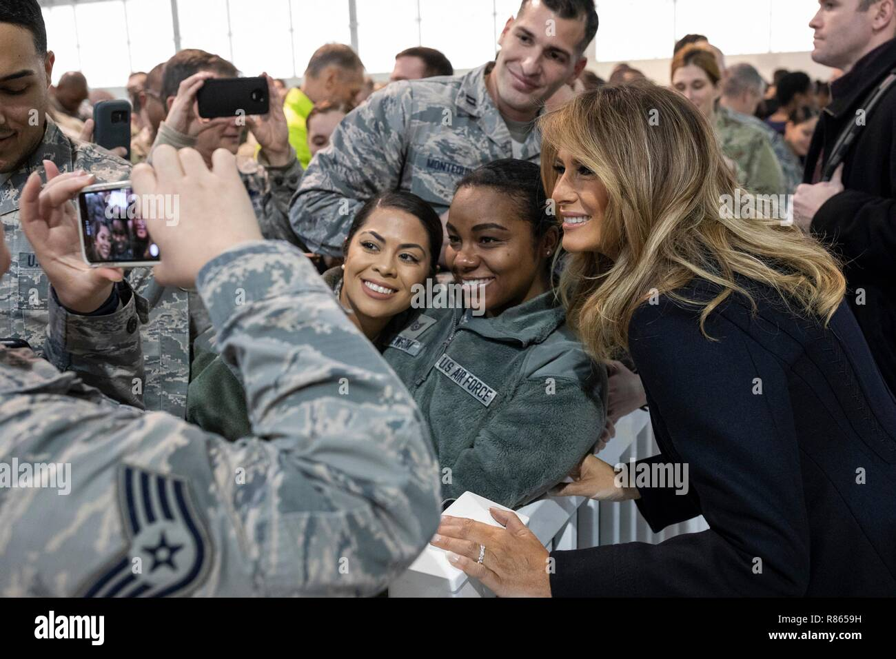 U.S. First Lady Melania Trump poses with service members during a holiday visit to Hangar 789 at Langley Air Force Base December 12, 2018 in Hampton, Virginia. - Stock Image
