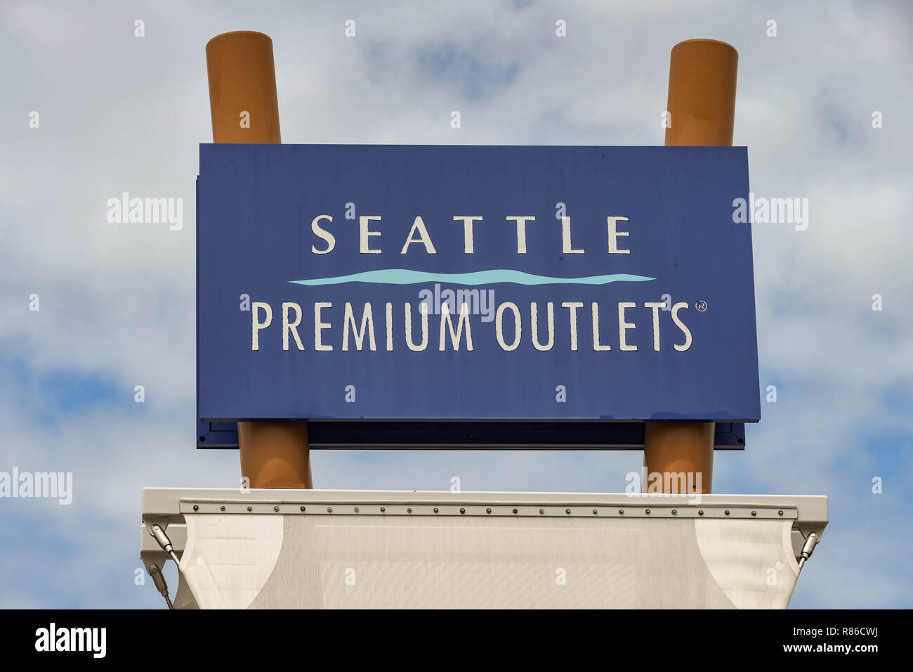 SEATTLE, WA, USA - JUNE 2018: Large sign outside the Premium Outlets shopping mall at Tulalip near Seattle. - Stock Image