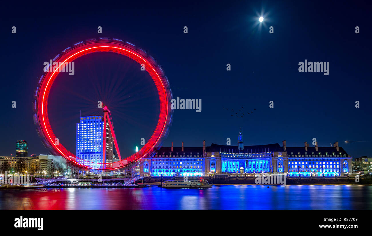 Millennium wheel, London Eye on the Southbank London next to The London Aquarium at night - Stock Image