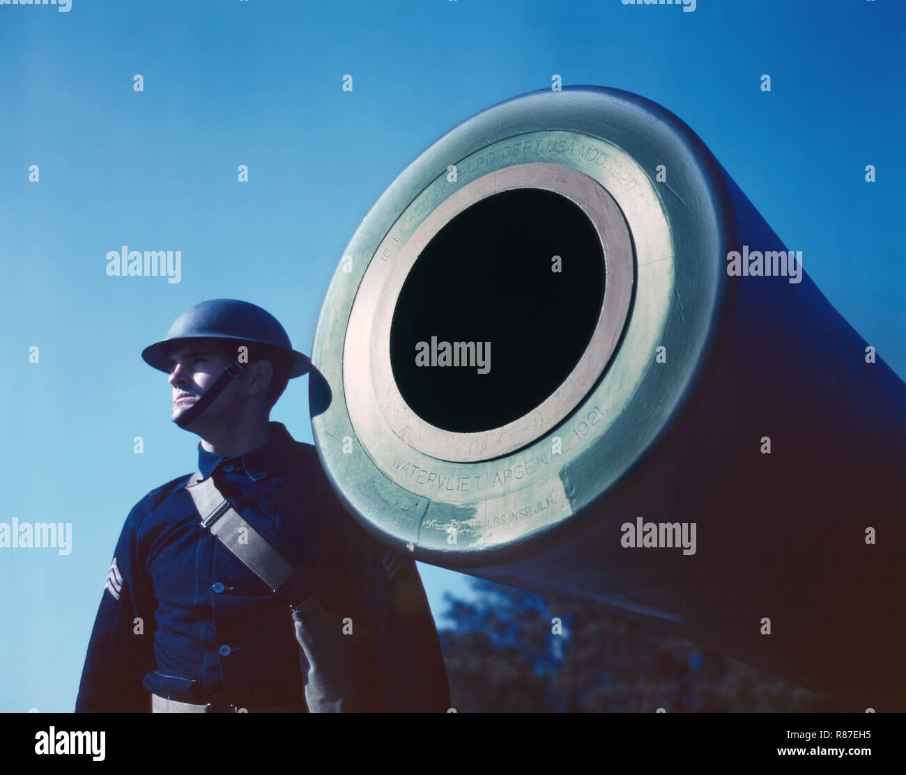 16-inch Coast Artillery Gun Stamped 'Watervliet Arsenal 1921,' Ft. Story, Virginia, USA, Alfred T. Palmer for Office of War Information, March 1942 - Stock Image