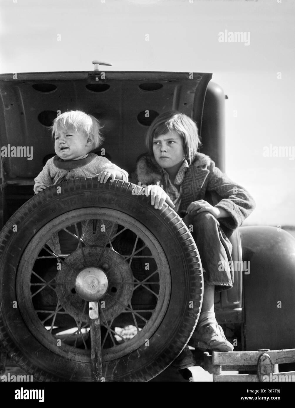 Two Oklahoma Refugees, California, USA, Dorothea Lange, Farm Security Administration, February 1936 - Stock Image