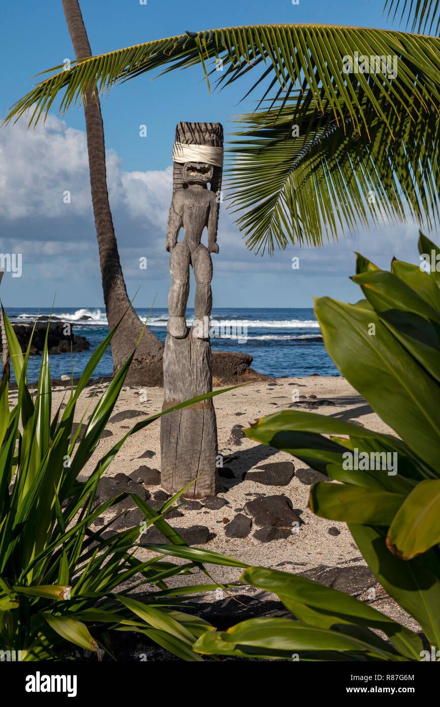 Honaunau, Hawaii - Wood carvings at Pu'uhonua o Honaunau National Historical Park. In ancient Hawaii, this was the place of refuge, where individuals  - Stock Image