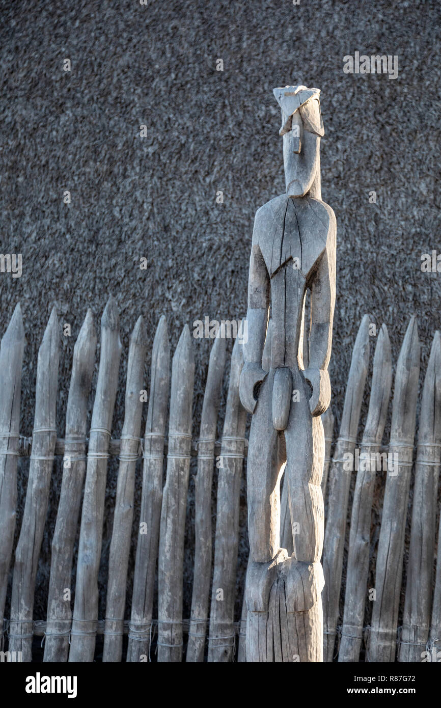 Honaunau, Hawaii - A wood carving at Pu'uhonua o Honaunau National Historical Park. In ancient Hawaii, this was the place of refuge, where individuals - Stock Image