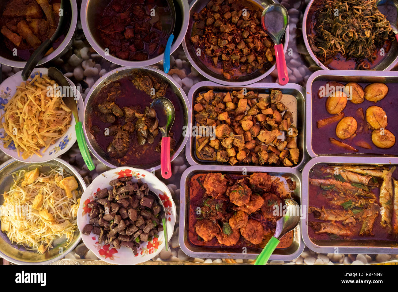 Typical Burmese food at a lunch stall in Yangon, Myanmar. - Stock Image