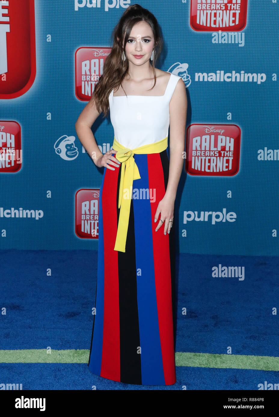 cc25eaf55dda HOLLYWOOD, LOS ANGELES, CA, USA - NOVEMBER 05: Actress Olivia Sanabia  wearing