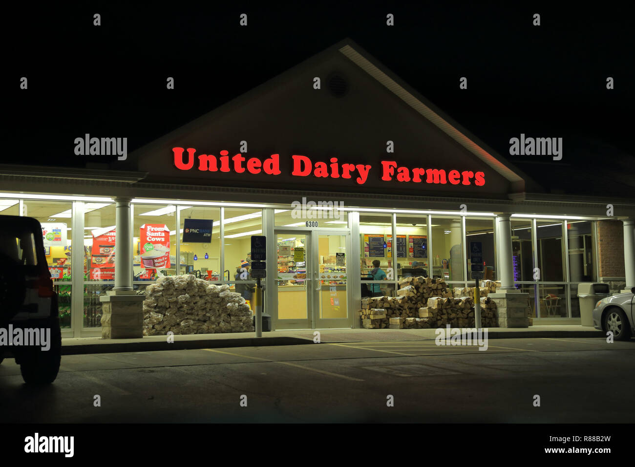 Cincinnati, Ohio / USA - Dec. 28, 2016: A storefront of the Ohio-based United Dairy Farmers aka UDF convenience store chain is shown in the evening. - Stock Image