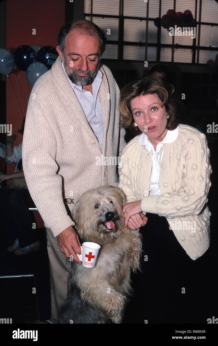 Patty Duke with her husband John Astin with Dog Attending a Blood Drive at the Actors Fund in Los Angeles, California onSeptember 1982. Credit: Walter McBride /MediaPunch - Stock Image