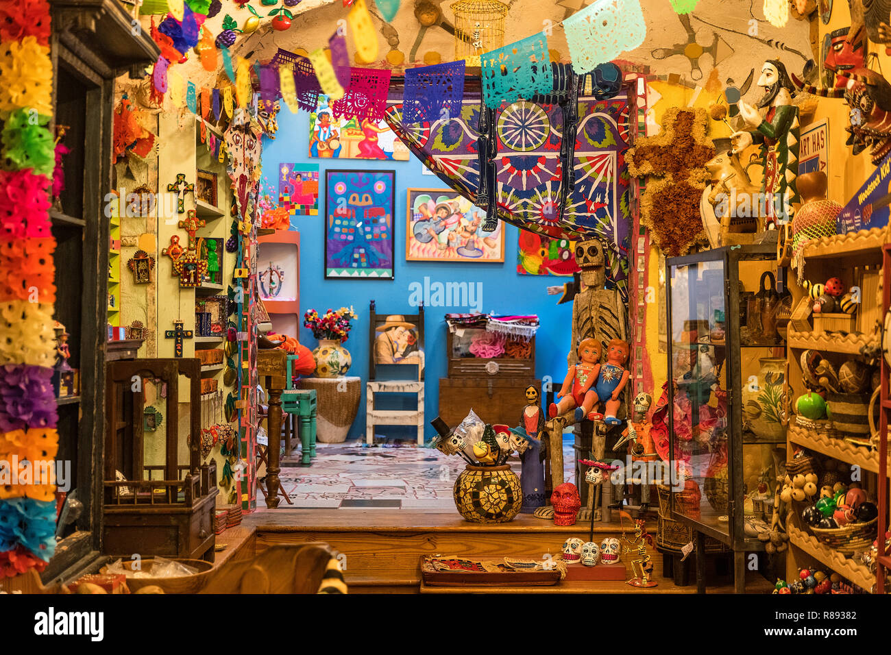 Display of Mexican arts and crafts at the Eyes Gallery, Philadelphia, Pennsylvania, USA. - Stock Image