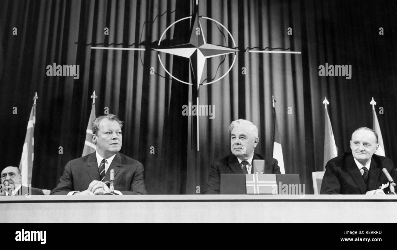 willy brandt, asgeir asgeirsson, manlio brosio, nato congress, reykjavik, 1968 Stock Photo
