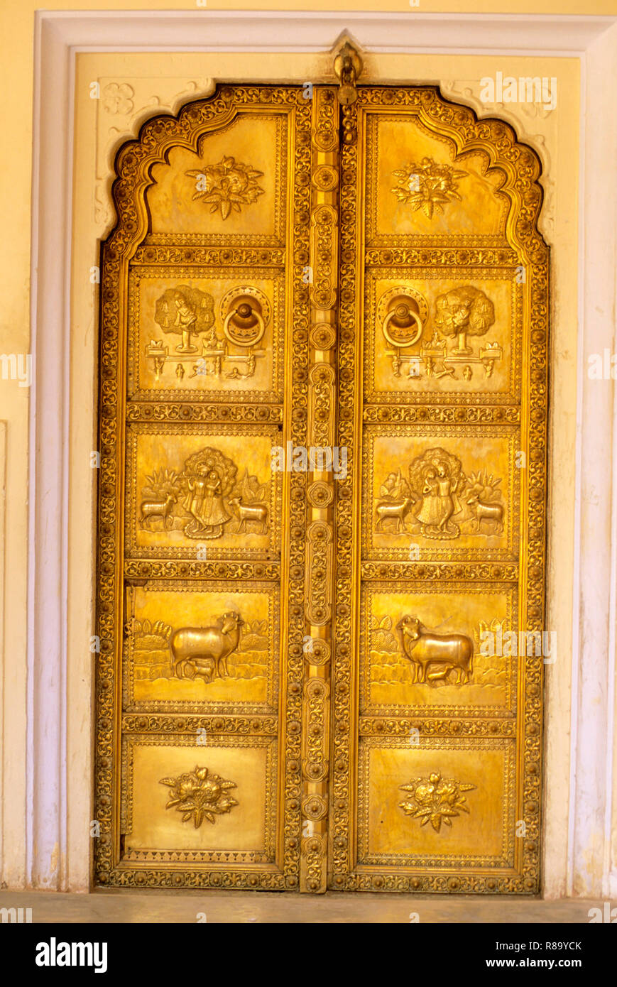 richly Embossed brass panale door, city palace, jaipur, rajasthan, india - Stock Image